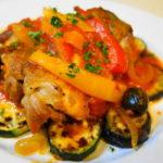 ハーブ香るバスク風鶏肉トマト煮込み夏野菜(ズッキーニとナス)添え