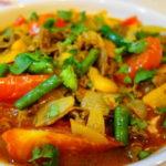 ウズベキスタン料理「ディムラマ」風 牛肉とトマト、いんげんのカレー風味シチュー