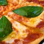 ビニール袋で簡単ピザ生地づくり、夏だトマトだマルゲリータだ!