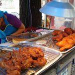 屋台でガイ・トート(鶏の唐揚げ)とホイ・トード(牡蠣の卵炒め) プルマン・バンコク・キングパワーホテル周辺 2008年タイ旅行
