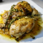 フライパンでお肉しっとり!タイム、ローズマリー香る「鶏肉のアヒージョ」を作ってみた