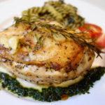 フライパンとオーブンでしっとり 鶏むね肉のグリル ジェノベーゼソース