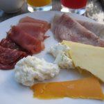バリ島旅行(4日目)チーズと生ハムどれをとっても上質 朝食 ホテル・パドマ  BELLAROSA