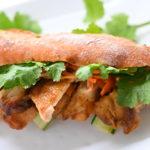 【スパイスアンバサダー】タイのグリルチキン「ガイヤーン」バインミー風サンド