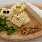 ブリーチーズにオリーブオイルとブルーベリー、ピクルスと合わせてみたら