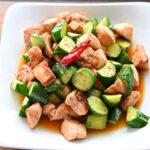 福島県産きゅうりで「鶏むね肉ときゅうりの豆板醤炒め五香粉(ウーシャンフェン)風味」