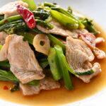 福島県産つるむらさきと豚肉のピリ辛ナンプラー炒め