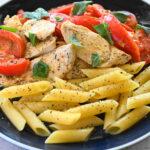 オレガノ香る鶏むね肉の完熟トマトソテー ペンネ添え